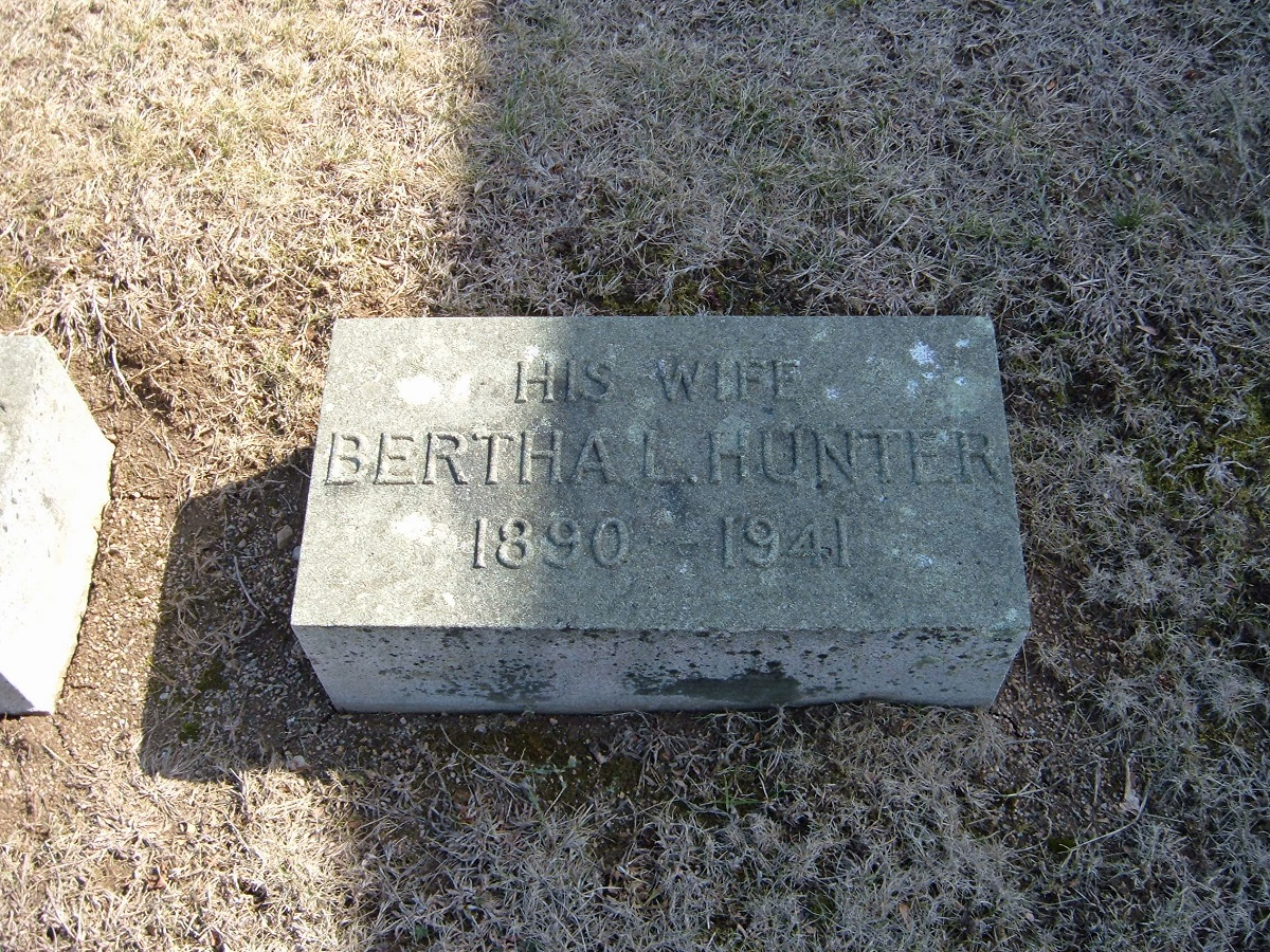 The River Bend Cemetery marker of Bertha (Leier) Saunders
